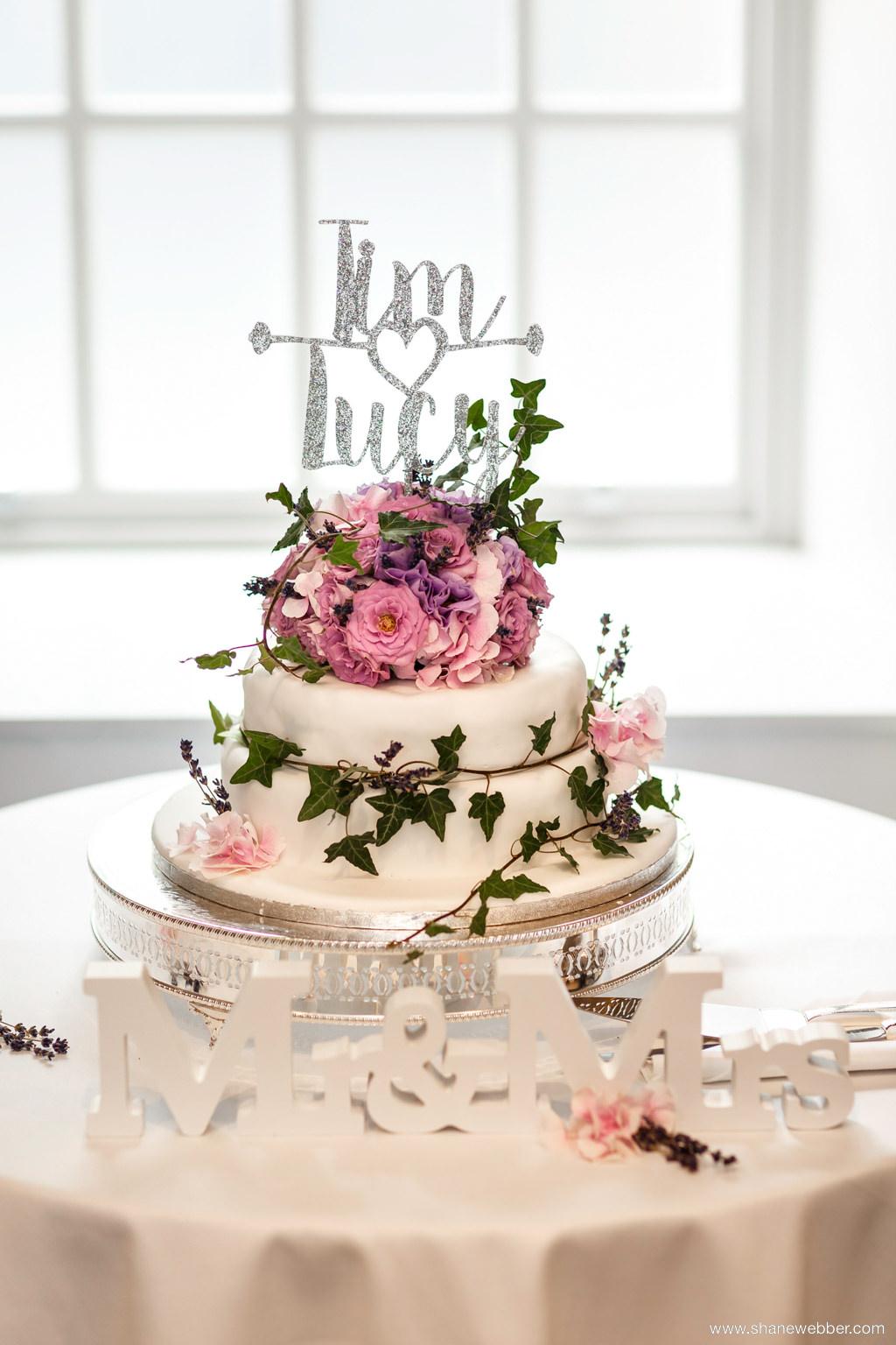 6 Awesome Wedding Cake Ideas - pineapplephotobooths